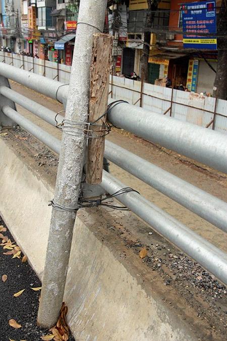Cột điện bằng cọc tre trên đường nghìn tỷ ở Hà Nội - 6