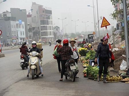 Cột điện bằng cọc tre trên đường nghìn tỷ ở Hà Nội - 7