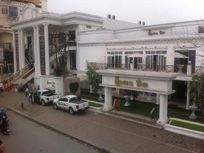 Hà Nội: Hơn 20 công an giải cứu phóng viên bị giam lỏng