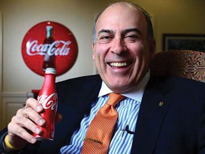 Nhà đầu tư giận dữ, CEO Coca-Cola bị cắt gần nửa lương