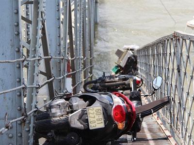 Hiện trường cầu Ghềnh bị đâm sập xuống sông Đồng Nai