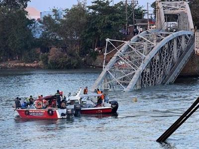 Vụ sập cầu Ghềnh: Thiệt hại rất lớn, ai phải bồi thường?
