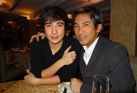Chồng Trang Lạ có hai con riêng đẹp như tài tử - 9