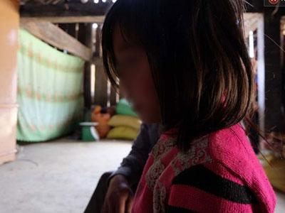 Các bé gái hãi hùng kể lại chuyện bị bảo vệ trường rủ vào phòng, cho kẹo rồi giở trò dâm ô