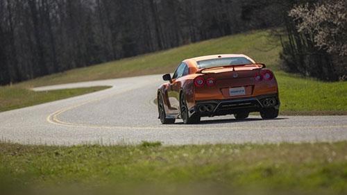 10 điều cần biết về siêu xe Nissan GT-R mới - 9