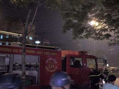 Sau tiếng nổ lớn, căn nhà có hai cụ già bốc cháy dữ dội
