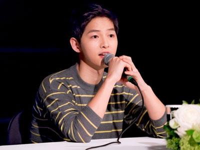 Song Joong Ki gián tiếp phủ nhận tin đồn hẹn hò: