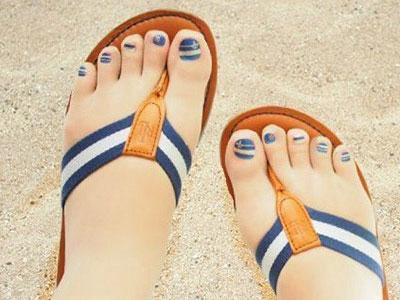Giới trẻ rộ mốt đi tất móng chân thay vì làm nail
