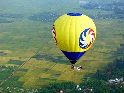 Bay khinh khí cầu giá 6 triệu đồng ngắm kinh thành Huế