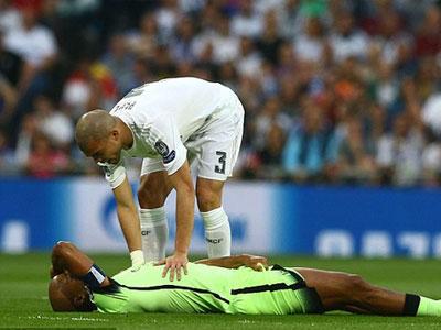 Chấn thương nặng, Kompany không dự Euro 2016 cùng tuyển Bỉ