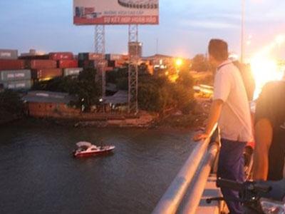 Bỏ lại bạn trên cầu, nữ sinh nhảy sông Đồng Nai tự vẫn