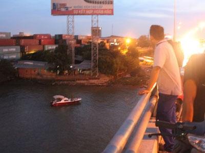 Bỏ lại người thân trên cầu, nữ sinh nhảy xuống sông Đồng Nai tự tử
