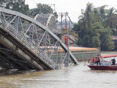 Tổng thiệt hại vụ sập cầu Ghềnh khoảng 800 tỷ