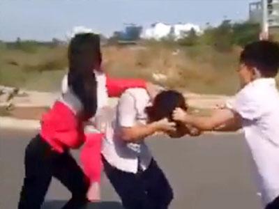 Nữ sinh bị bạn nắm tóc, đấm đá vào mặt: Do chế ảnh thần tượng