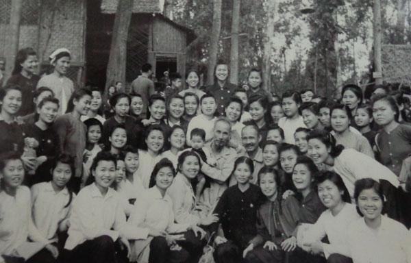 126 năm ngày sinh Chủ tịch Hồ Chí Minh: Bác ơi, xin được trải lòng con!