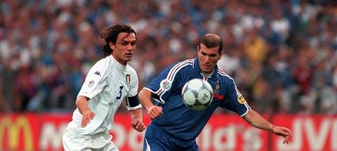 Zidane và cuộc đối đầu kinh điển với Maldini