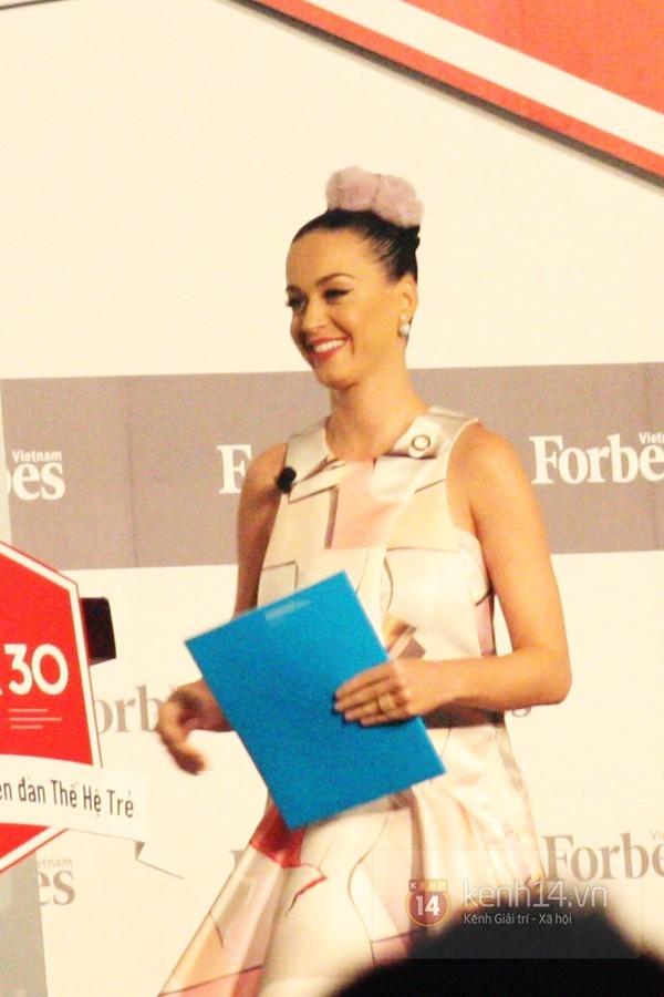 Fan Việt xôn xao khi Katy Perry đăng ảnh giống như đang ở Nha Trang - Ảnh 4.