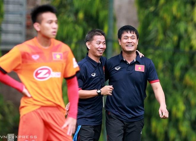 Tuyển Việt Nam phải tập nhờ sân đội U21 vì trời mưa - ảnh thể thao