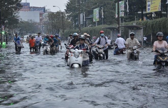 Xe máy bị ngập nước có nên thay dầu không? - Ảnh 1