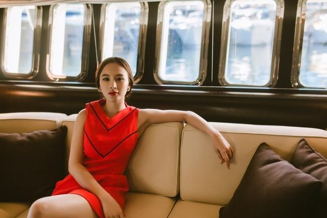 Angela Phương Trinh khoe phong cách trên du thuyền ở Pháp