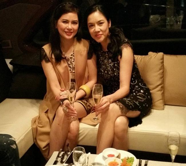 Clip: Cận cảnh phòng karaoke dát vàng sang chảnh trong biệt thự của mẹ chồng Hà Tăng - Ảnh 2.