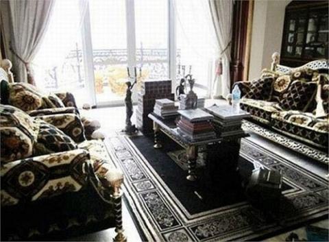 Clip: Cận cảnh phòng karaoke dát vàng sang chảnh trong biệt thự của mẹ chồng Hà Tăng - Ảnh 6.