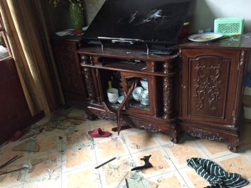 Hà Nội: Côn đồ ngang nhiên xông vào nhà dân cướp gần 100 triệu đồng - Ảnh 2