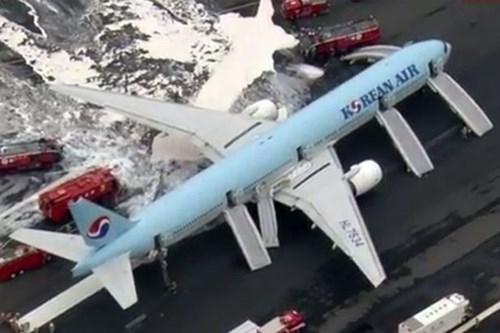 Máy bay chở 319 người bốc cháy trước khi cất cánh - ảnh 2