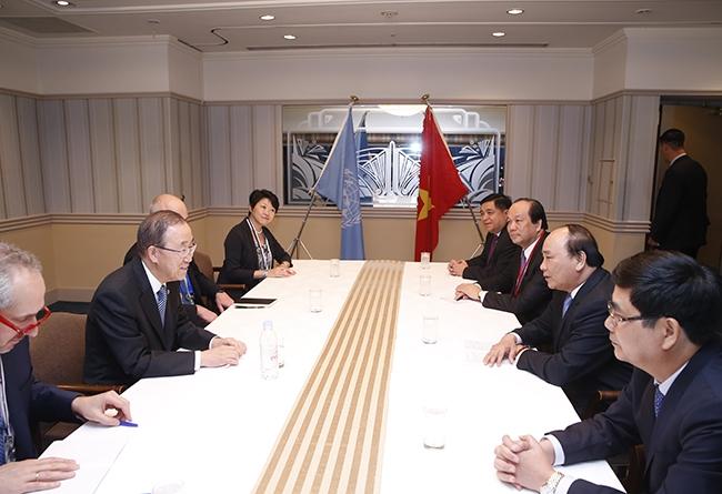 Thủ tướng Nguyễn Xuân Phúc và đoàn đại biểu Việt Nam gặp Tổng Thư ký Liên hợp quốc tại Nhật Bản.