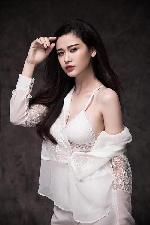 """Trương Quỳnh Anh: """"Ít đồ hiệu vì để tiền sữa cho con"""" - 4"""