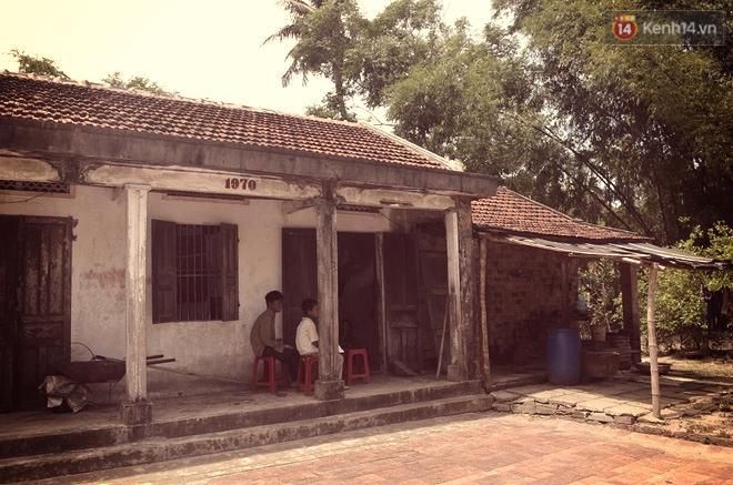 Cậu bé người rắn ở Quảng Nam: Hồi trước các bạn bỏ chạy vì sợ, nhưng giờ nhiều bạn thân với con lắm. - Ảnh 8.