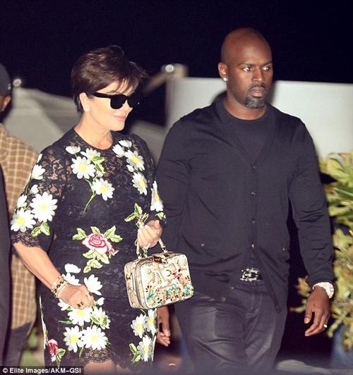 """Kim Kardashian lại gây """"sốt"""" với váy mỏng manh - 8"""