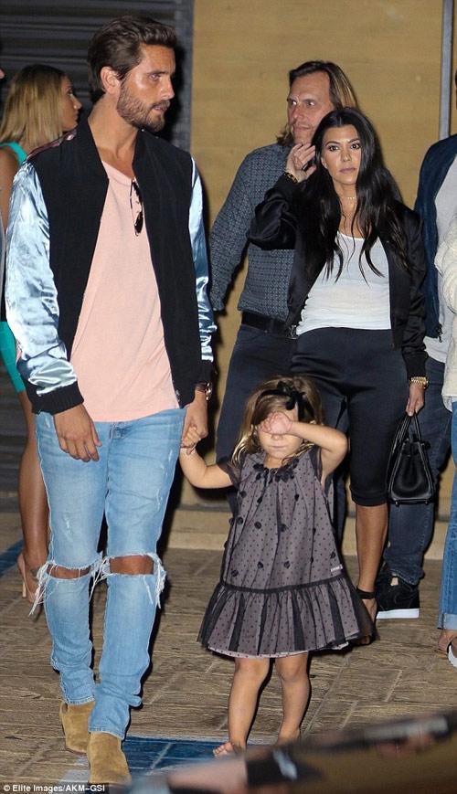 """Kim Kardashian lại gây """"sốt"""" với váy mỏng manh - 9"""