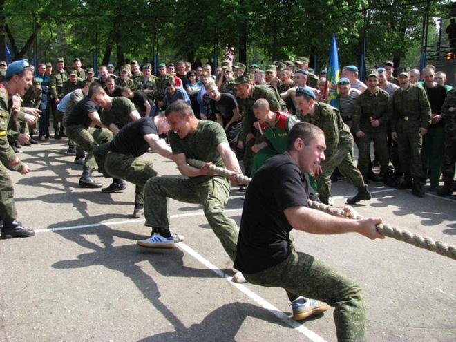 Lính dù Nga và Lính thủy đánh bộ Mỹ - Ai mạnh hơn? - Ảnh 1.