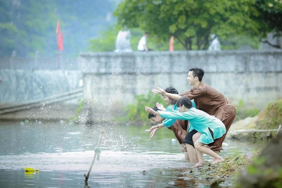 Teen Ninh Binh tai hien vua Dinh Bo Linh trong anh ky yeu hinh anh 3