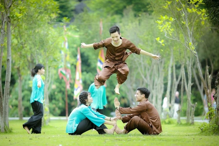 Teen Ninh Binh tai hien vua Dinh Bo Linh trong anh ky yeu hinh anh 7