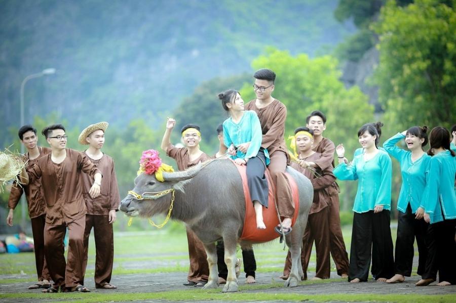 Teen Ninh Binh tai hien vua Dinh Bo Linh trong anh ky yeu hinh anh 9