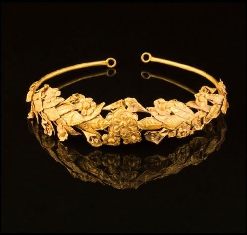 Bất ngờ phát hiện vòng vàng 3 tỉ đồng dưới gầm giường - Ảnh 2