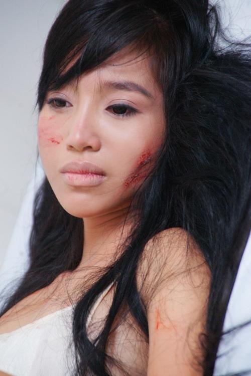 Hậu trường bầm dập, trầy xước khắp cơ thể của Elly Trần - 4