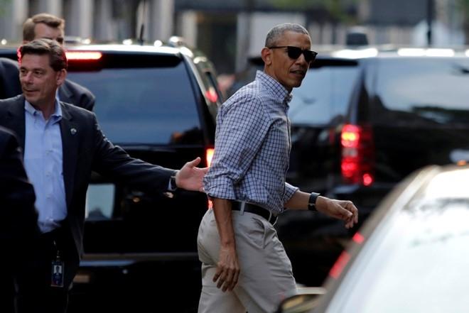 Vua ve My, Tong thong Obama dan vo dung bua o nha hang hinh anh 2