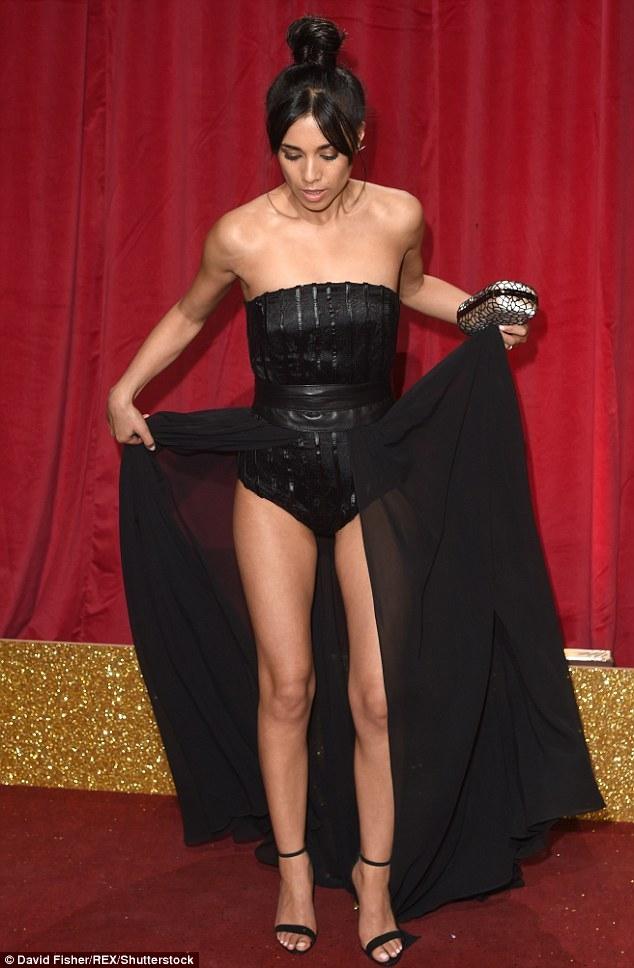 Nữ diễn viên phim Emmerdale - Fiona Wade gợi cảm khoe chân dài tại lễ trao giải phim truyền hình Anh quốc diễn ra ngày 28/5 vừa qua