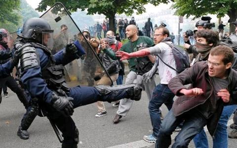 Những cuộc biểu tình liên tiếp nổ ra giữa người lao động Pháp và chính phủ