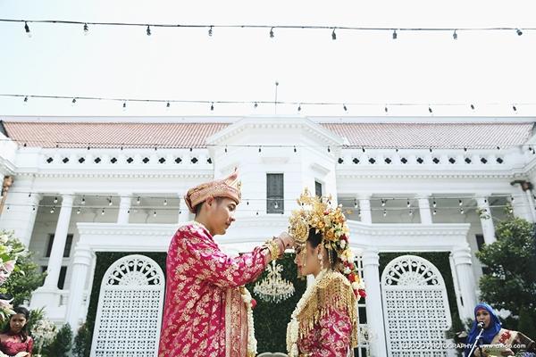 dam-cuoi-dat-vang-cua-nam-tai-tu-dien-trai-nhat-indonesia-5
