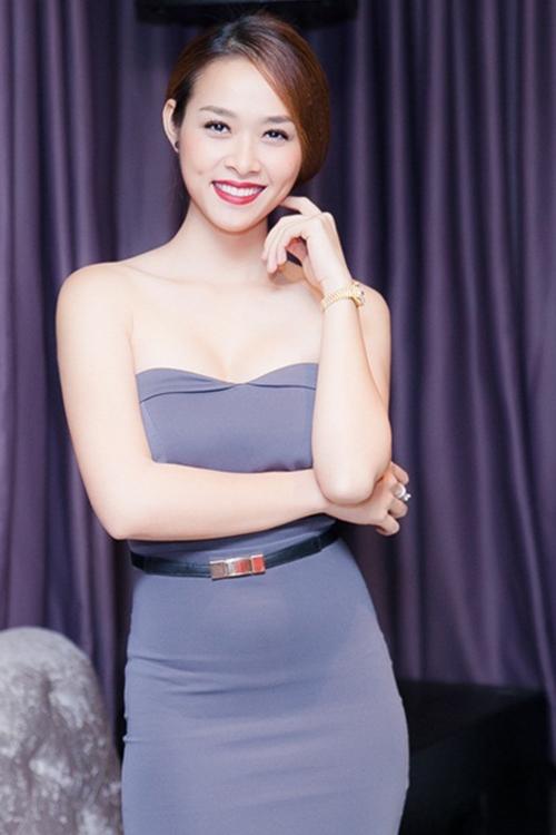 Diệp Bảo Ngọc đọ vẻ sexy cùng 'Người đẹp xứ Dừa'