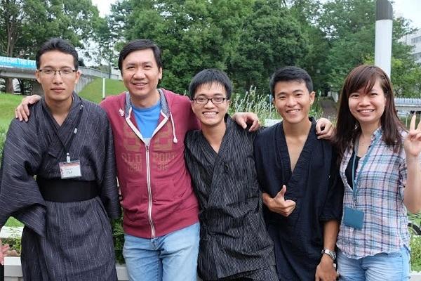 Lộc (giữa) tham gia chương trình Summer Research School tại Đại học Tsukuba, Nhật Bản
