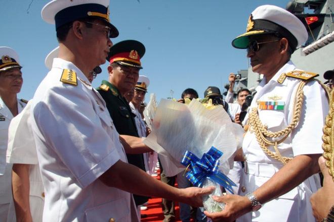 Hai tàu chiến Ấn Độ đầu tiên vào vịnh Cam Ranh  - Ảnh 2.