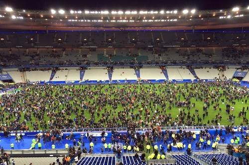 Sân Stade de France hoảng loạn sau vụ tấn công vào Paris tháng 11-2015