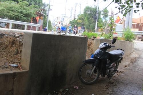Trên tuyến đường Tam Bình, quận Thủ Đức chỗ nâng cao nhất là ở phường Tam Phú, với độ dốc từ nhà so với mặt đường là 1,5m.