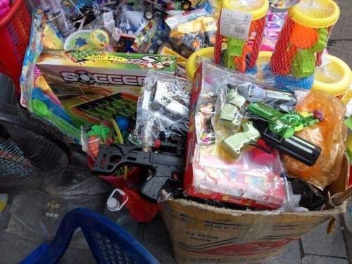 Tết thiếu nhi 1/6: Phụ huynh Việt hoang mang chọn đồ chơi cho trẻ - Ảnh 1