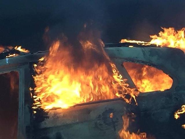 Người dân đang rất quan tâm tới nguyên nhân gây cháy. Ảnh: Otofun
